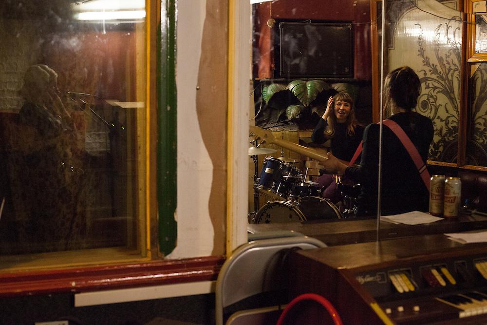 The Neasden Bees rehears at Scar Studio Camden