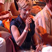 NLD/Hilversum/20070518 - Finale SBS6 So you wannabe a Popstar 2007, Jenita Smit op de tribune, partner van Eric Hulzebosch