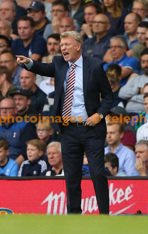 Sunderland's Manager David Moyes during the Premier League match between Tottenham Hotspur and Sunderland AFC at White Hart Lane in London. September 18, 2016.<br /> James Boardman / Telephoto Images<br /> +44 7967 642437