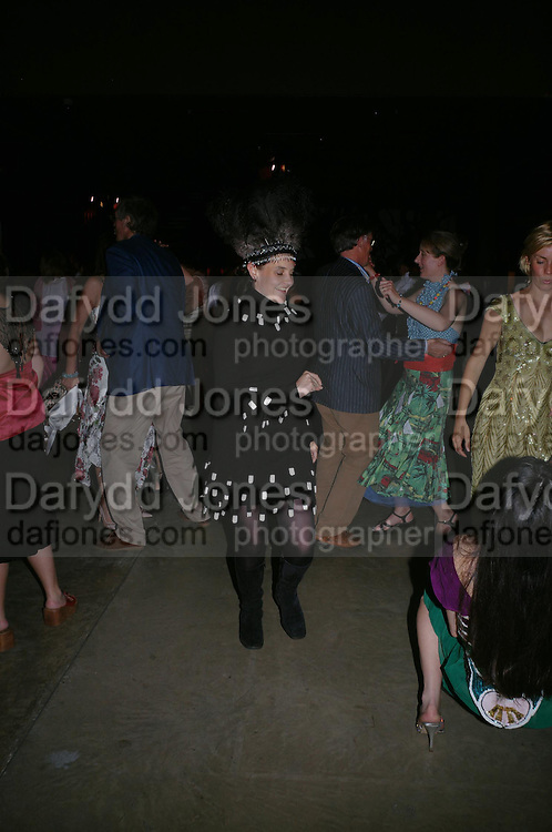 Dido Milne.( hat )  The Art Party, Tate Modern. a party to raise funds for 'Art for All'. 16 June 2005. ONE TIME USE ONLY - DO NOT ARCHIVE  © Copyright Photograph by Dafydd Jones 66 Stockwell Park Rd. London SW9 0DA Tel 020 7733 0108 www.dafjones.com