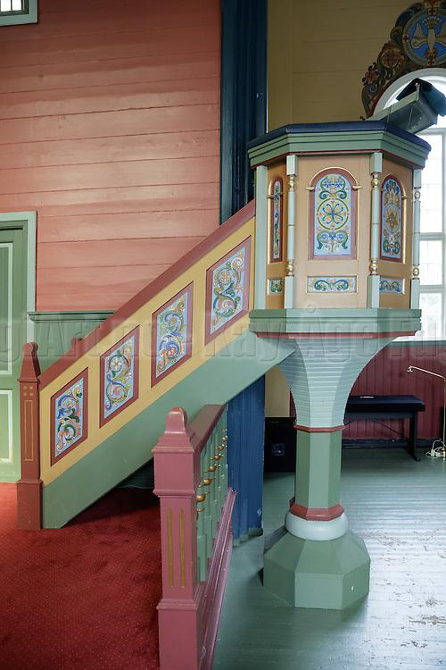 Preikestol sett fra siden. Preikestolen fotografert i Indre Herøy Kirke.
