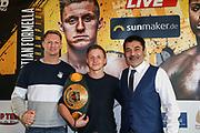 BOXEN: EC Boxpromotion & SES Boxing, Pressekonferenz, Hamburg, 17.12.2019<br /> Trainer Mark Haupt, Sebastian Formella und Promoter Erol Ceylan<br /> © Torsten Helmke
