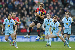 Saracens Full Back (#15) Chris Wyles takes a high ball during the first half of the match - Photo mandatory by-line: Rogan Thomson/JMP - Tel: Mobile: 07966 386802 30/12/2012 - SPORT - RUGBY - stadiummk - Milton Keynes. Saracens v Northampton Saints - Aviva Premiership.