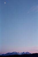 Måneskinn over Sunnmørsalpene.<br /> Foto: Svein Ove Ekornesvåg