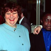 Uitreiking Pall Mall exportprijs 1998, Marjolein Sligte en vriend Osei