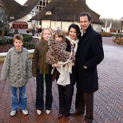 Premiere musical Doornroosje, Eric Vogel en Caroline de Bruijn en kinderen