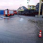 Zandzuiger de Rijsbergen aan het zinken oude haven Huizen, brandweer, pompen, brandweerauto, machine, fout, maritiem, kade, pomp, water, afzetting, pionnen