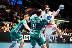 22.01.2020, Wiener Stadthalle, Wien, AUT, EHF Euro 2020, Oesterreich vs Weissrussland, Hauptrunde, Gruppe I, im Bild v. l. Siarhei Shylovich (BLR), Janko Bozovic (AUT) // f. l. Siarhei Shylovich (BLR) Janko Bozovic (AUT) during the EHF 2020 European Handball Championship, main round group I match between Austria and Belarus at the Wiener Stadthalle in Wien, Austria on 2020/01/22. EXPA Pictures © 2020, PhotoCredit: EXPA/ Florian Schroetter