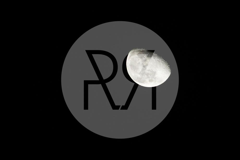 SCHWEIZ - HABKERN - Abnehmender Mond - 27. Dezember 2018 © Raphael Hünerfauth - https://www.huenerfauth.ch