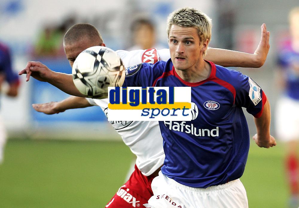 Fotball<br /> Tippeligaen Eliteserien<br /> 30.06.08<br /> Fredrikstad Stadion<br /> Fredrikstad FFK - Vålerenga VIF<br /> Gunnar Heidar Thorvaldsson foran Patrik Gerrbrand<br /> Foto - Kasper Wikestad