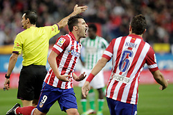 27.10.2013, Estadio Vicente Calderon, Madrid, ESP, Primera Division, Atletico Madrid vs Real Betis, 10. Runde, im Bild Atletico de Madrid's David Villa (L) celebrates, goal // Atletico de Madrid's David Villa (L) celebrates, goal during the Spanish Primera Division 10th round match between Club Atletico de Madrid and Real Betis at the Estadio Vicente Calderon in Madrid, Spain on 2013/10/28. EXPA Pictures © 2013, PhotoCredit: EXPA/ Alterphotos/ Victor Blanco<br /> <br /> *****ATTENTION - OUT of ESP, SUI*****