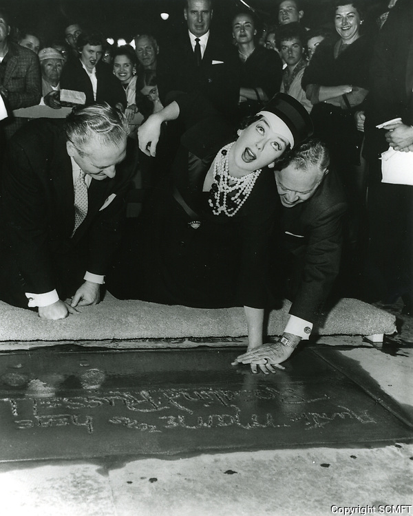 1959 Rosalind Russell's hand and footprint ceremony at the Chinese Theater