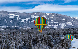 05.02.2018, Zell am See - Kaprun, AUT, BalloonAlps, im Bild Heissluftballone bei der Landung im Wald // Hot air balloons landing in the forest during the International Balloonalps Alps Crossing Event, Zell am See Kaprun, Austria on 2018/02/05. EXPA Pictures © 2018, PhotoCredit: EXPA/ JFK