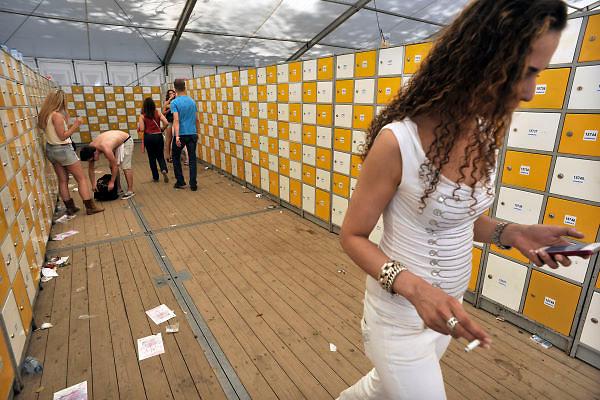 Nederland, Nijmegen, 26-5-2012Emporium dancefestijn, dancefeest, op de Berendonck. Discotheek, club the Matrixx organiseerde het openluchtfestijn met 20.000 bezoekers. Lockers in de lockerruimte.Foto: Flip Franssen/Hollandse Hoogte