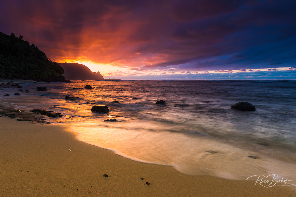 Sunset over the Na Pali Coast from Hideaways Beach, Princeville, Kauai, Hawaii