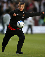 Photo: Paul Thomas. <br /> Dunfermline v Manchester United. Pre season Friendly.<br /> 08/08/2007. <br /> <br /> Magnus Wolff Eikrem of Utd warms up at half-time.