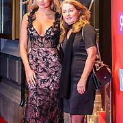 NLD/Amsterdam/20161117 - Jaarpresentatie SBS 2016 voor relatie's, Stephanie Tency met haar moeder