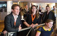 LOOSDRECHT - Eby Kessing, Sabine Mol.  Lancering Sport Helpt, een initiatief van hockeyers Rogier Hofman en Tim Jenniskens. FOTO KOEN SUYK