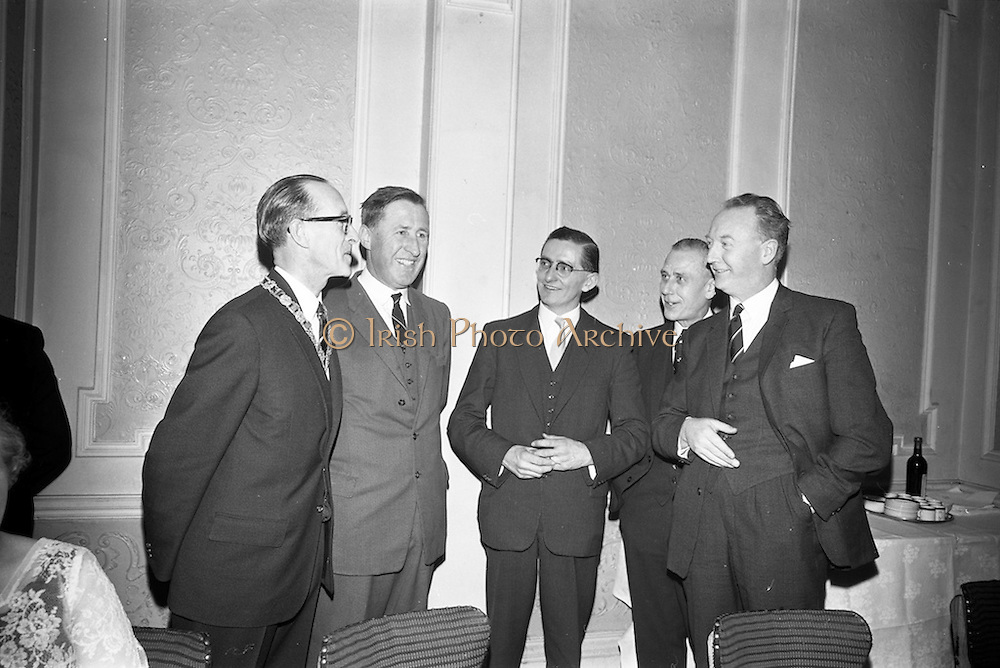 14/02/1963<br /> 02/14/1963<br /> 14 February 1963<br /> Annual Dinner of the Irish Institute of Secretaries at Jury's Hotel, Dublin.  Chatting before the dinner were (l-r): Michael A. Purcell, President of the Institute; Minister for Social Welfare, Kevin Boland, T.D.; Sean S. O'Brien, Munster Centre, Secretary; John J. Brew (Cork) Hire Purchase Company of Ireland Ltd. and Maurice Kidney, manager Hire Purchase Co. of Ireland Ltd.
