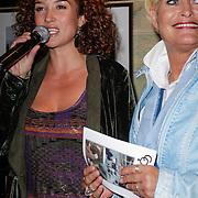 NLD/Muiden/20120611 - Uitreiking 3de CosmoQueen award 2012, Katja Romer - Schuurman en Vivian Boelen