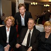 NLD/Bussum/20060120 - Uitreiking prijs Omroepman van het jaar 2005, vriendin John de Mol Els Verberk, John de Mol Sr. en partner Hanny