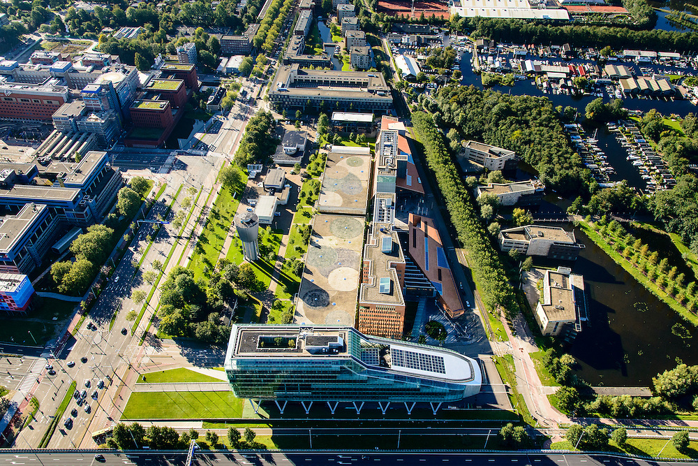 Nederland, Noord-Holland, Amsterdam, 27-09-2015; Zuid-as, hoofdkantoor ING aan de Amstelveenseweg. ING House, bijgenaamd De Kruimeldief of Poenschoen.<br /> Zuid-as, 'South axis', financial center in the South of Amsterdam, with headquarters of ING. Amsterdam equivalent of 'the City', financial district.<br /> <br /> luchtfoto (toeslag op standard tarieven);<br /> aerial photo (additional fee required);<br /> copyright foto/photo Siebe Swart