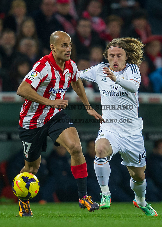 BILBAO, SPAIN - FEBRUARY 02: Luka Modric of Real Madrid CF duels for the ball with Mikel Rico ofÊAthletic Club BilbaoÊduring the La Liga match betweenÊAthletic Club BilbaoÊand Real Madrid CF at San Mames Stadium on February 2, 2014 in Bilbao, Spain.  (Photo by Juan Manuel Serrano Arce/Getty Images)