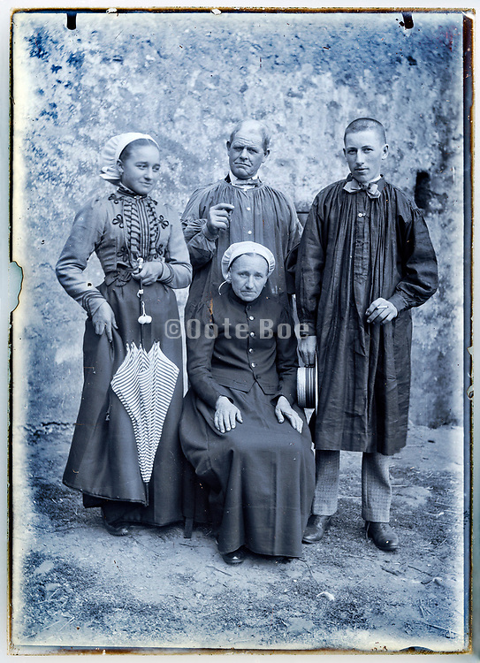 four generation family group posing France 1900s