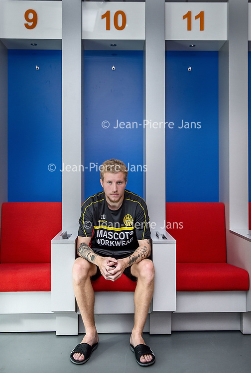 Nederland, Zeist, 19 juli 2017.<br />Simon Gustafson,  is een Zweeds voetballer die bij voorkeur als centrale middenvelder speelt. Hij tekende in juli 2015 een contract tot medio 2019 bij Feyenoord, dat circa €1.500.000,- voor hem betaalde aan BK Häcken. Zijn tweelingbroer Samuel Gustafson is eveneens betaald voetballer.<br /> <br /> Feyenoord verhuurde Gustafson in juli 2017 voor een jaar aan Roda JC Kerkrade.<br /><br /><br /><br />Foto: Jean-Pierre Jans