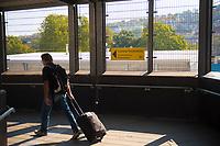 DEU, Deutschland, Germany, Stuttgart, 14.09.2020: Hinweisschild auf die Corona-Teststation für Reisende aus Risikogebieten am Stuttgarter Hauptbahnhof.