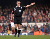 Photo: Daniel Hambury.<br />Arsenal v Cardiff City. The FA Cup. 07/01/2006.<br />Referee Martin Atkinson.