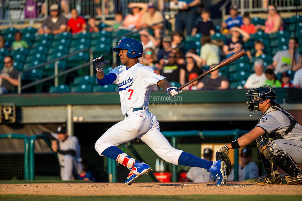 Byron Buxton (7) of the Chattanooga Lookouts bats during a game between the Jackson Generals and Chattanooga Lookouts at AT&T Field on May 7, 2015 in Chattanooga, Tennessee. (Brace Hemmelgarn)