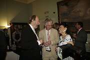 Ed Victor, Peter Stoddart and Jung Chang, Andrew Roberts and Susan Gilchrist celebrate the publication of 'A History of The English-Speaking Peoples since 1900' English Speaking Union. Charles St. London. 11 September 2006. ONE TIME USE ONLY - DO NOT ARCHIVE  © Copyright Photograph by Dafydd Jones 66 Stockwell Park Rd. London SW9 0DA Tel 020 7733 0108 www.dafjones.com