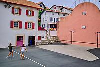 France, Pyrénées-Atlantiques (64), la côte du Pays-Basque, Bidart, le Petit Fronton de la place principale // France, Pyrénées-Atlantiques (64), the coast of the Basque Country, Bidart, the Petit Fronton of the main square
