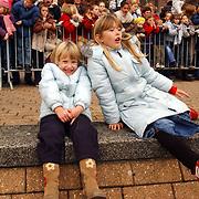 Aankomst Sinterklaas 2003 Huizen, Diana + Linda Janssen