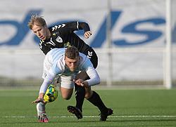 Teddy Bergqvist (FC Helsingør) og Mike Vestergård (Kolding IF) under kampen i 1. Division mellem FC Helsingør og Kolding IF den 24. oktober 2020 på Helsingør Stadion (Foto: Claus Birch).