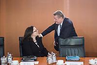 17 FEB 2016, BERLIN/GERMANY:<br /> Andrea Nahles (L), SPD, Bundesarbeitsministerin, und Hermann Groehe (R), CDU, Bundesgesundheitsminister, im Gespraech, vor Beginn der Kabinettsitzung, Bundeskanzleramt<br /> IMAGE: 20160217-01-001<br /> KEYWORDS: Kabinett, Sitzung, Hermann Gröhe, Gespräch