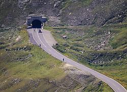 THEMENBILD - Großglockner Hochalpenstraße, Straßenteil zwischen Fuscher Törl und Hochtor. Sie verbindet die beiden Bundesländer Salzburg und Kärnten mit einer Länge von 48 Kilometern und ist als Erlebnisstraße von großer touristischer Bedeutung, aufgenommen am 1. August 2015, Heiligenblut, Österreich // A part of the street between Fuscher Törl and Hochtor. The Großglockner High Alpine Road connects the two provinces of Salzburg and Carinthia with a length of 48 km and is as an adventure road priority of tourist interest at Heiligenblut, Austria on 2015/08/01. EXPA Pictures © 2015, PhotoCredit: EXPA/ Martin Huber