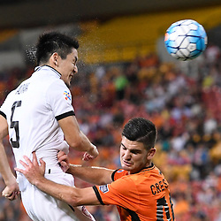BRISBANE, AUSTRALIA - FEBRUARY 21: Naoaki Aoyama of Muangthong United heads the ball during the Asian Champions League Group Stage match between the Brisbane Roar and Muangthong United FC at Suncorp Stadium on February 21, 2017 in Brisbane, Australia. (Photo by Patrick Kearney/Brisbane Roar)