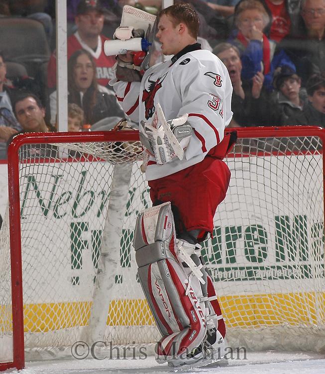 2/12/05  Omaha, NE University of Nebraska at Omaha goalie Chris Holt. (photo by Chris Machian/ Prarie Pixel Group)