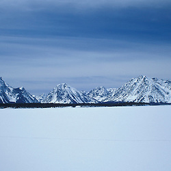 Jackson Lake, Grand Teton N.P., WY.Cross-Country Skiing.