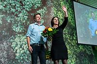 16 NOV 2019, BIELEFELD/GERMANY:<br /> Robert Habeck (L), B90/Gruene, Bundesvorsitzender, Annalena Baerbock (R), B90/Gruene, Bundesvorsitzende, nach Ihrer Wiederwahl zu Bundesvorsitzenden, Bundesdelegiertenkonferenz Buendnis 90 / Die Gruenen, Stadthalle<br /> IMAGE: 20191116-01-116<br /> KEYWORDS: Parteitag, Bundesparteitag, Party congress, BDK; Die Grünen, Jubel, Blumen
