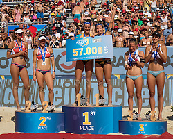 30.07.2016, Strandbad, Klagenfurt, AUT, FIVB World Tour, Beachvolleyball Major Series, Klagenfurt, Damen, im Bild Laura Ludwig (1, GER), Kira Walkenhorst (2, GER) mitte, Nadine Zumkehr (1, SUI), Joana Heidrich (2, SUI) links, Tanja Hüberli (1, SUI), Nina Betschart (2, SUI) rechts // during the FIVB World Tour Major Series Tournament at the Strandbad in Klagenfurt, Austria on 2016/07/30. EXPA Pictures © 2016, PhotoCredit: EXPA/ Lisa Steinthaler