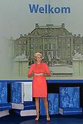 Het Droomboek is vandaag gepresenteerd op Paleis Het Loo in Apeldoorn. Het eerste exemplaar van het boek met toekomstdromen voor ons Koninkrijk werd aangeboden aan Koning Willem-Alexander in het bijzijn van honderden trotse inzenders van de dromen en Koningin Maxima.<br /> <br /> The Dream Book is presented today at Het Loo Palace in Apeldoorn. The first copy of the book with dreams of the future for our Kingdom was offered to King Willem-Alexander in front of hundreds of proud contributors of the dreams and Queen Maxima.<br /> <br /> Op de foto / On the photo: <br />  Caroline Tensen