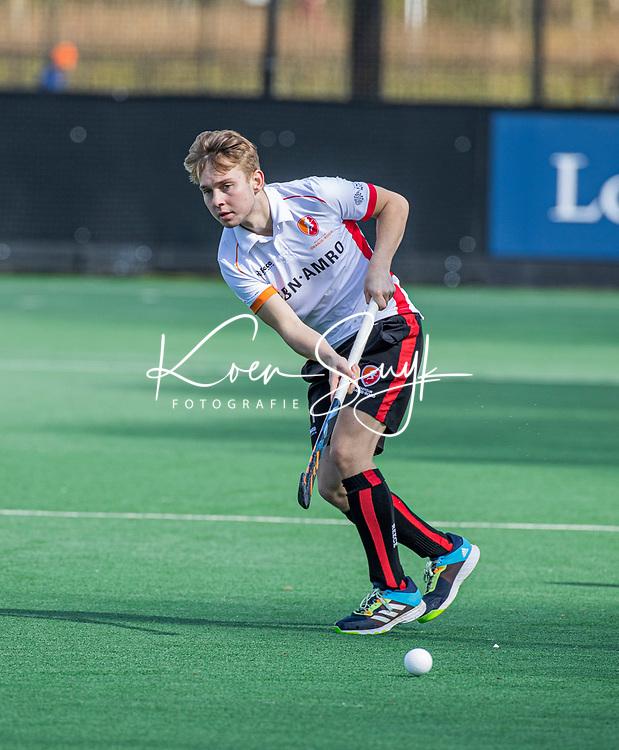BLOEMENDAAL - Max Kuijpers (Oranje Rood)   tijdens de hoofdklasse hockeywedstrijd heren , Bloemendaal-Oranje Rood  (3-1).  COPYRIGHT  KOEN SUYK
