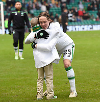 23/01/16 LADBROKES PREMIERSHIP<br /> CELTIC v ST JOHNSTONE<br /> CELTIC PARK - GLASGOW<br /> Celtic's Stefan Johansen (right) with Jay Beatty before kick-off