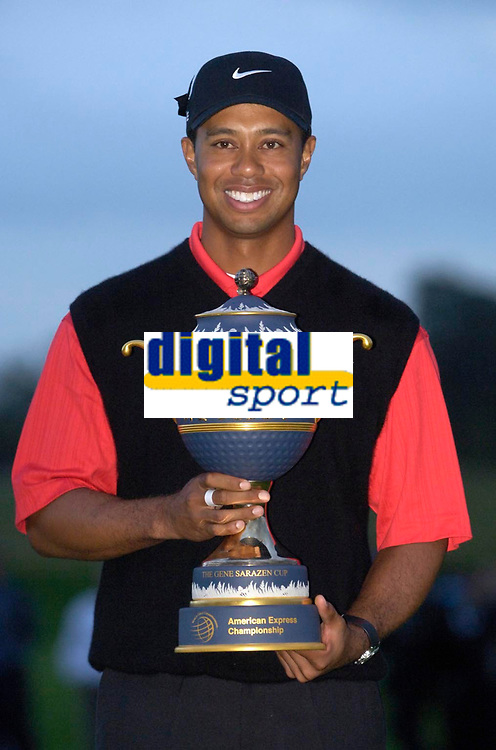Photo: Daniel Hambury.<br />WGC American Express Championship, The Grove. 01/10/2006.<br />Tiger Woods lifts the trophy.