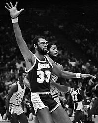Lakers Kareem Abdul Jabbar against the Warriors.Joe Barry Carroll  (1981/photo/Ron Riesterer)