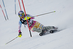 21.12.2010, Stade Emile Allais, Courchevel, FRA, FIS World Cup Ski Alpin, Ladies, Slalom, im Bild Lindsey Vonn (USA) attacks a control gate whilst competing in the FIS Alpine skiing World Cup ladies slalom race in Courchevel 1850, France. EXPA Pictures © 2010, PhotoCredit: EXPA/ M. Gunn