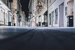 09.04.2020, Salzburg, AUT, Coronavirus in Österreich, im Bild Menschenleere Getreidegasse während der Coronavirus Pandemie // emty shopping street Getreidegasse during the World Wide Coronavirus Pandemic in Salzburg, Austria on 2020/04/09. EXPA Pictures © 2020, PhotoCredit: EXPA/ JFK